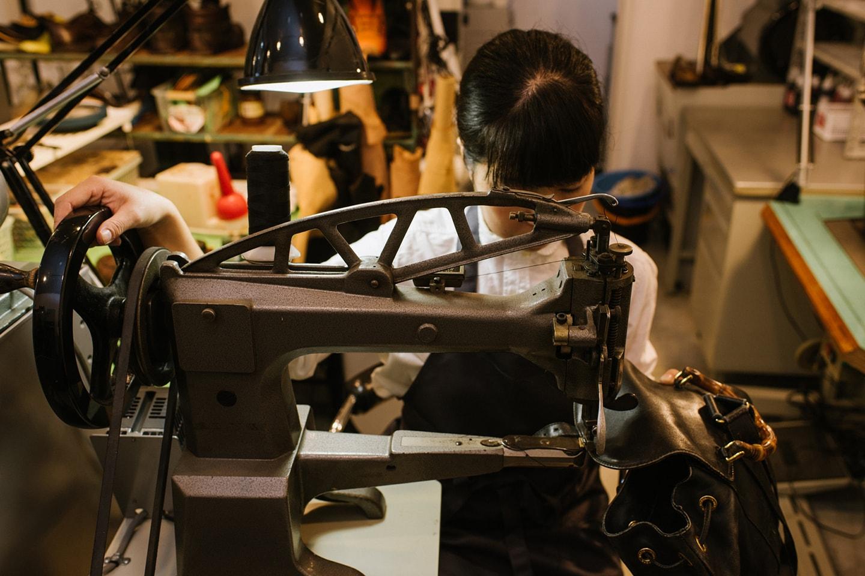 靴修理・鞄修理・レザークリーニングのお店 ≤ather(アンドレザー)トップページスライド写真3